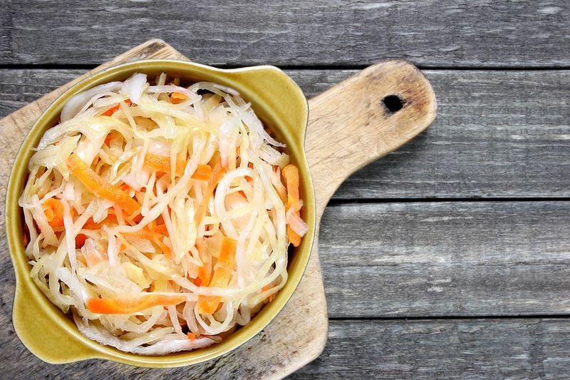 Кисело зеле: състав и съдържание на калории, ползи и вреди..